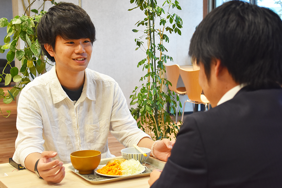 学食で食う